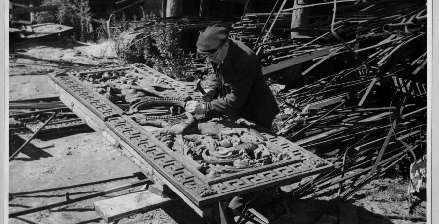 Сболрка чугунной решетки Литейного моста 1966 год