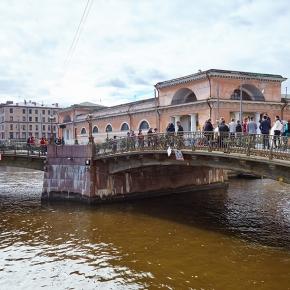 Мало-Конюшенный мост
