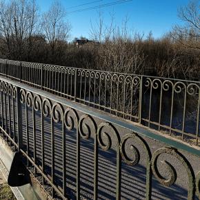 Мост в Стрельне у железнодорожного моста